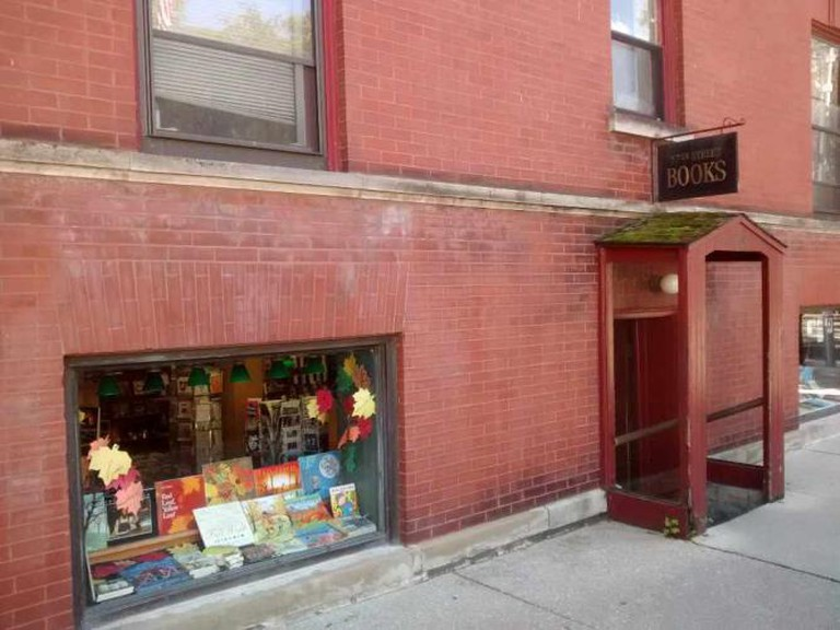 57th Street Books | ©Mr. Granger/WikiCommons