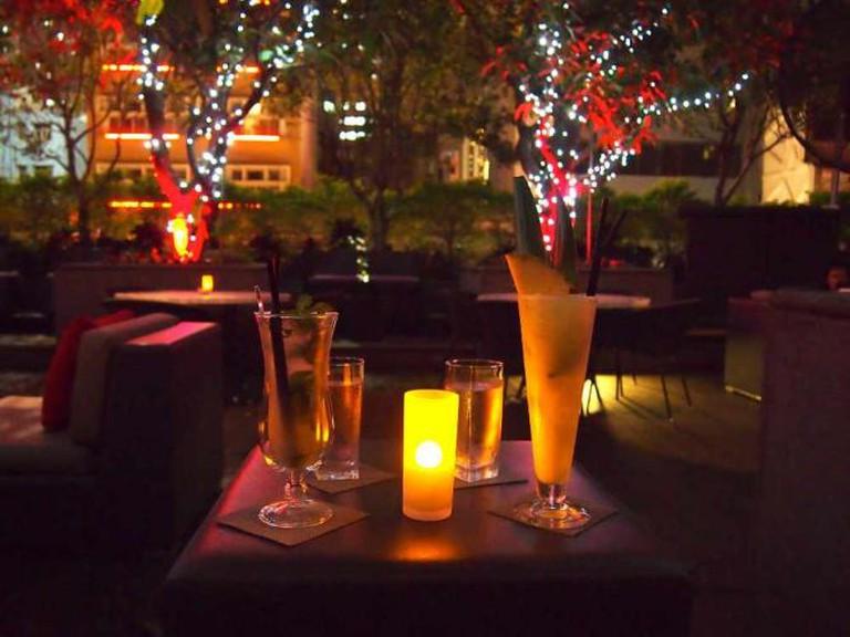 Drinks at The Backyard | © Tim Riley/Flickr