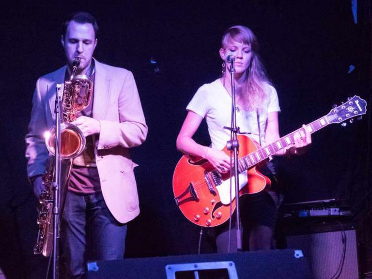 529 Bar with Lindsey Appel and others   © John Ramspott/Flickr