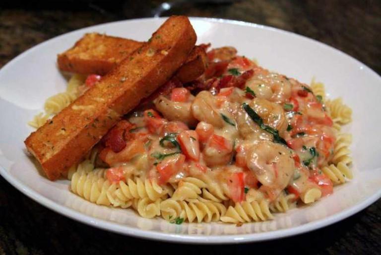 Pasta Shrimp at BJ's Restaurant | © Larry/Flickr