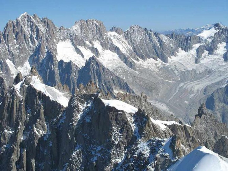Les Aiguilles de Chamonix depuis l'Aiguille du Midi © Tangopaso/WikiCommons