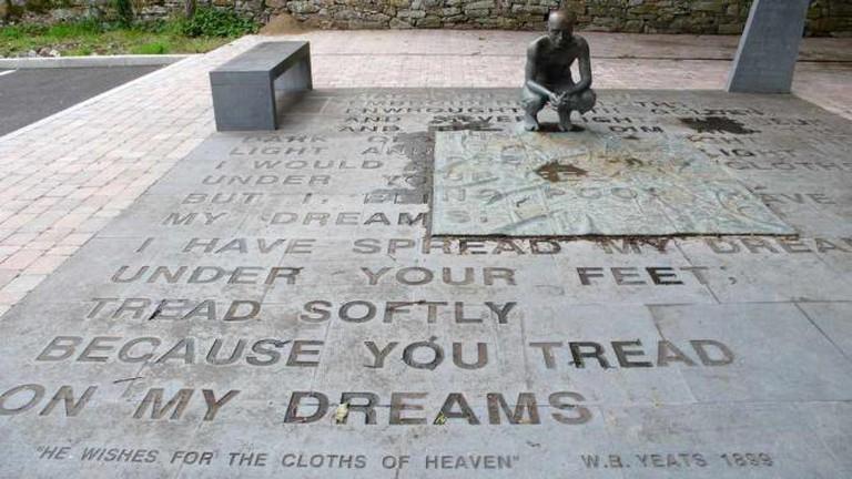 W.B. Yeats Monument |© Tom Bennett/Flickr