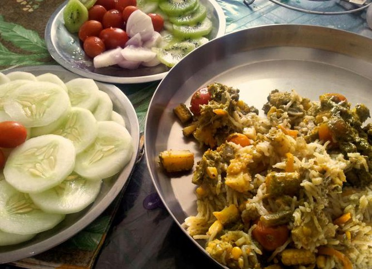 Vegetable pulao with salad | © Hari Prasad Nadig/Flickr