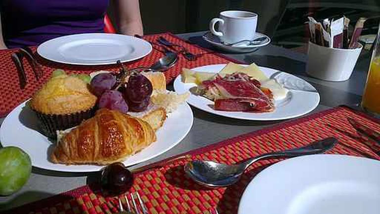Continental Breakfast   © William J Sisti/WikiCommons