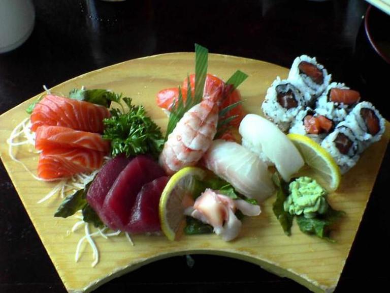 Lunch combo sushi | © J RAWLS/Wikimedia