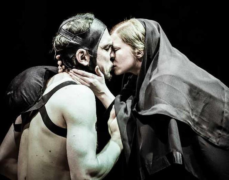 Lars Eidinger and Jenny König in Richard III | Courtesy of Arno Declair