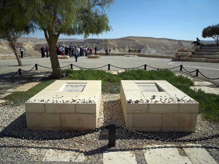 Graves of Paula and David Ben-Gurion in Sde Boker   © David Shankbone/WikiCommons