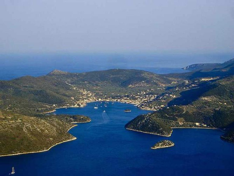Panoramic view of Vathy, Ithaki's capital city | © auteur/WikiCommons