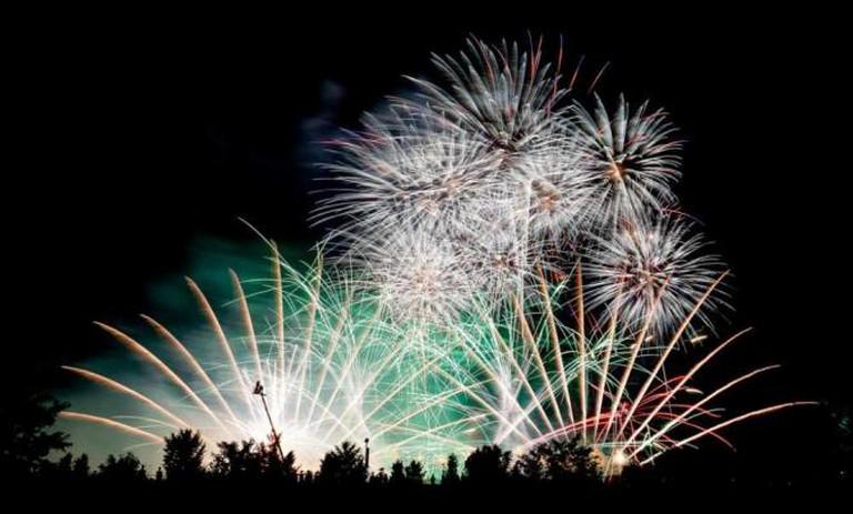 Fireworks Display © peaceful-jp-scenery/ Flickr