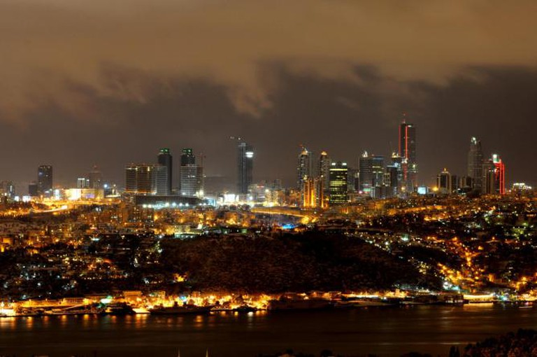 Bosphorus by night | © Hakan Sarıtaş/Flickr