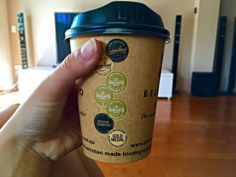 Takeaway coffee from Bellissimo | © Mona Mizi