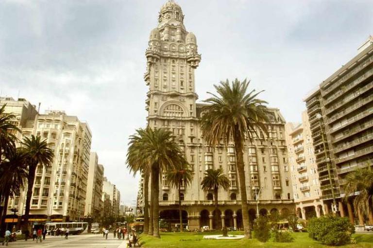 Plaza Independencia | Ⓒ Vince Alongi/Flickr