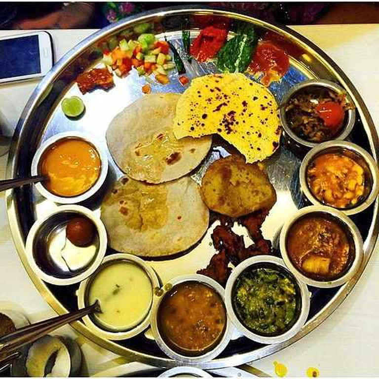 The Gujarati Thali | © mihirs2007/WikiCommons