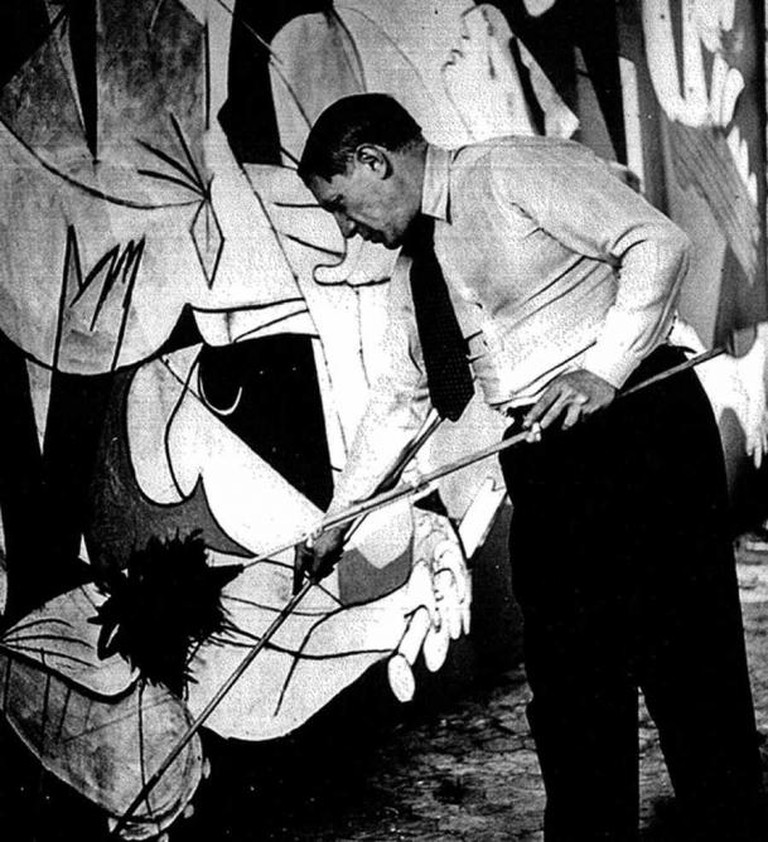 Pablo Picasso and 'Guernica,' photo taken by Dora Maar   © Recuerdos de Pandora/Flickr