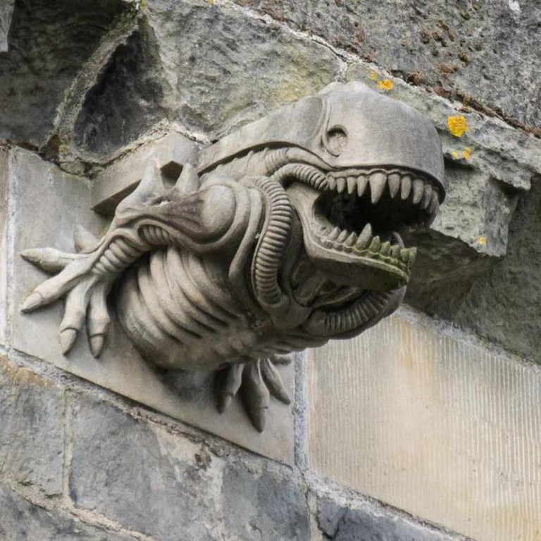 Paisley Abbey gargoyle 10, 'Alien,' 1991 | © User:Colin/Wikimedia Commons/CC-BY-SA-3.0