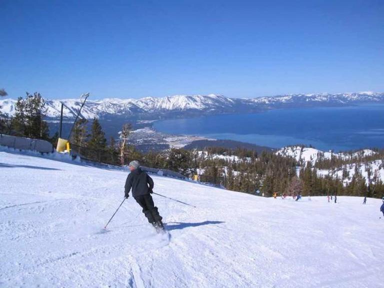 Ski slopes overlooking Lake Tahoe | © Holton/WikiCommons