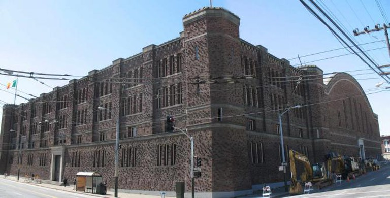 San Francisco Armory from corner of Mission and 14th St. | © Sanfranman59/WikiCommons