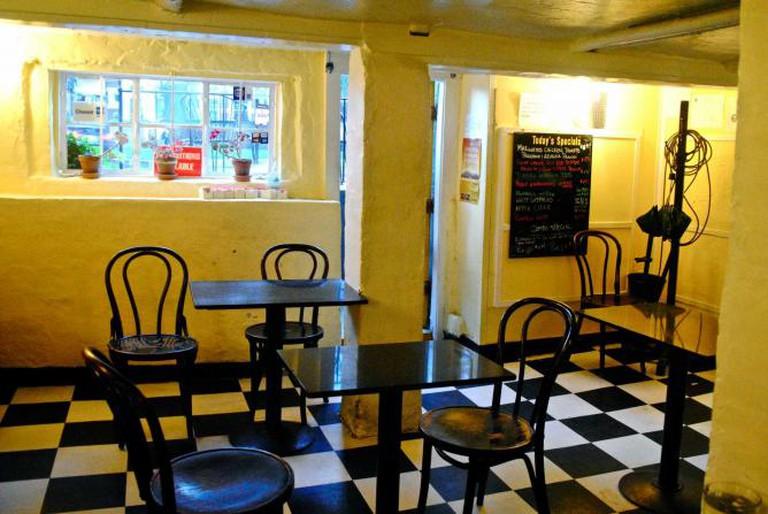 Inside Café Pamplona | © Alyssa Erspamer