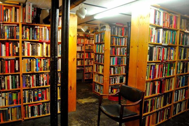 Bookshelves inside Raven Used Books | © Alyssa Erspamer