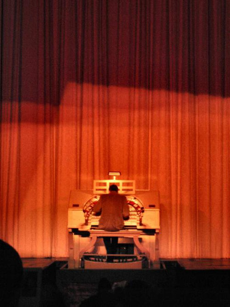 An organist at the Castro Theatre   © Hobvias Sudoneighm/Flickr