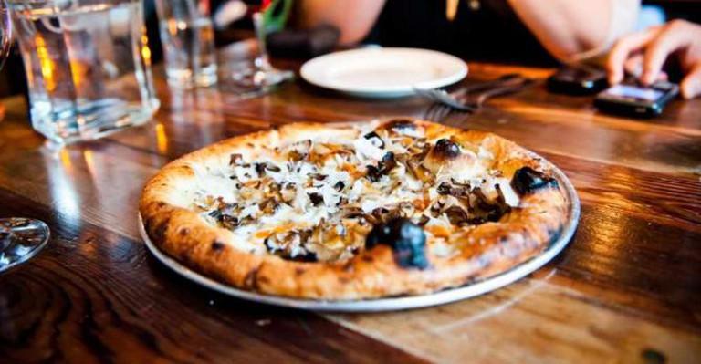 Rustic Pizza | © Johnjoh/Flickr