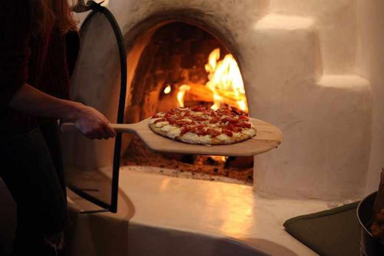 Pizza baking in Woodfired oven | © JaredTarbell/WikiCommons