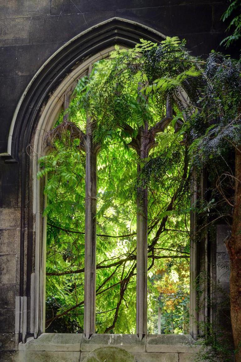 St Dunstan in the East church garden   © George Rex/Flickr