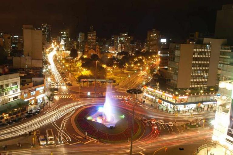 Óvalo de Miraflores de noche