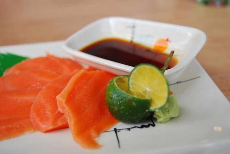 Salmon sashimi served with calamansi