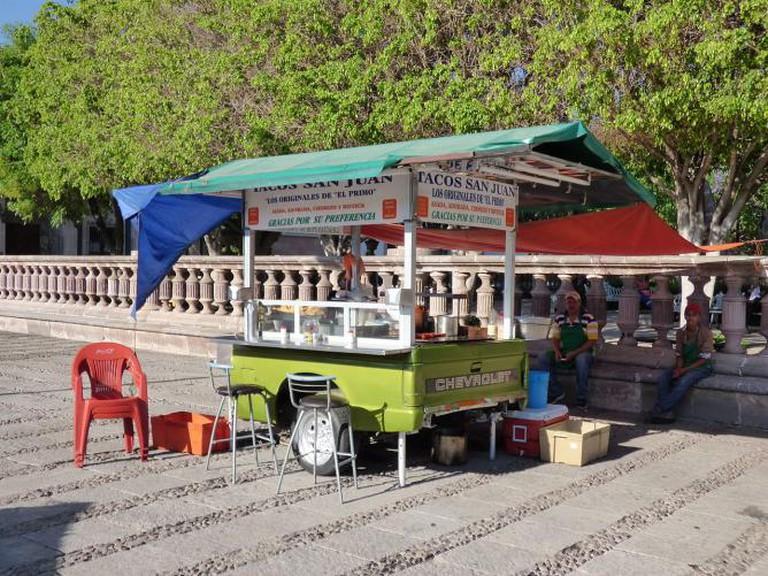 Taco stand I © Luisalvaz/WikiCommons