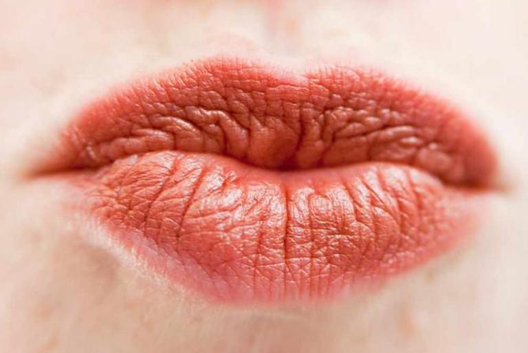 A kiss   © Walt Stoneburner/Flickr