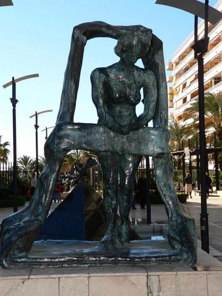 Salvador Dalí, Gala Asomada a la Ventana (Gala at the window) | © Manuel González Olaechea y Franco/WikiCommons