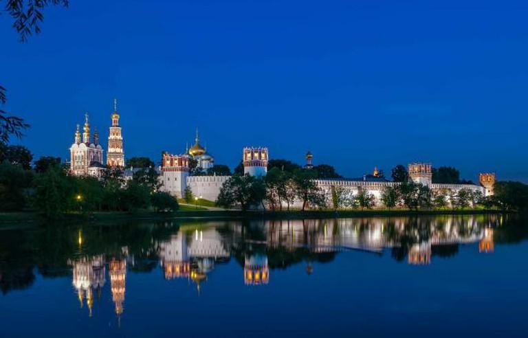 Novodevichy convent at night | © Anton Zelenov/WikiCommons