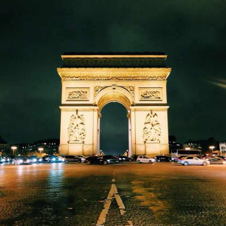 The Arc de Triomphe | © mary_quincy/Instagram