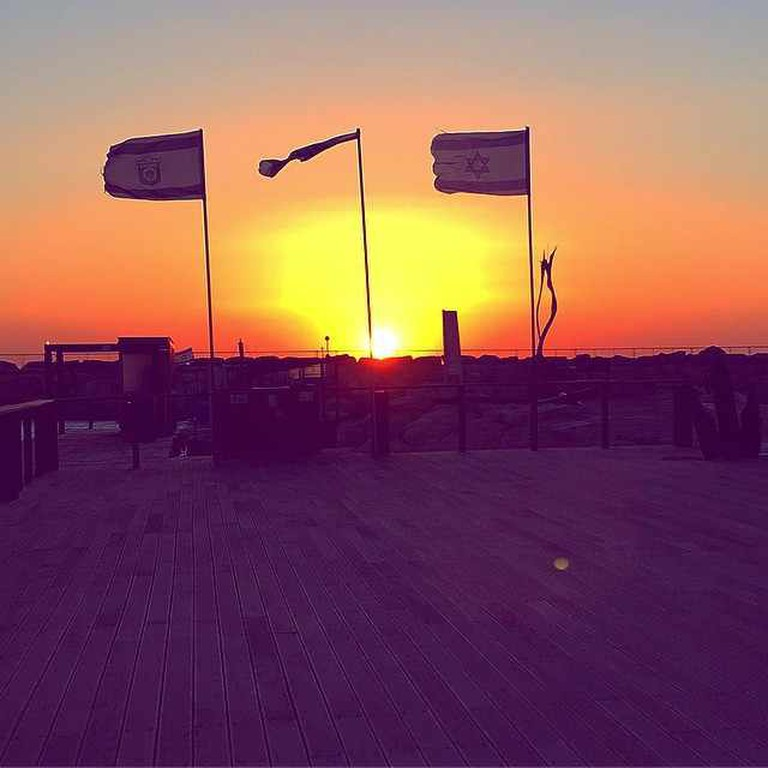 Sunset Yoga © Serena Carsley-Mann