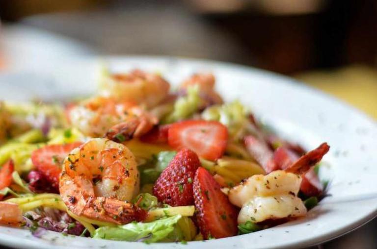 Mango and Shrimp Salad| © Sadia Awan/Flickr