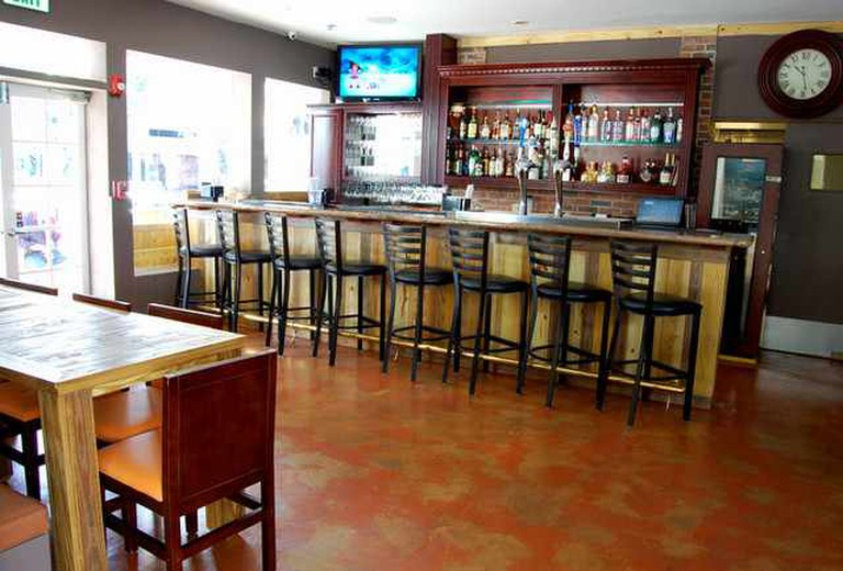 Front bar | © Courtesy of The Grove Spot