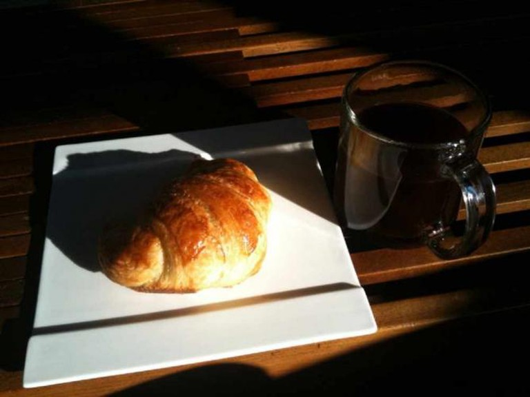 Croissant And French Press @ arabica lounge | © Keith Rowley/Flickr