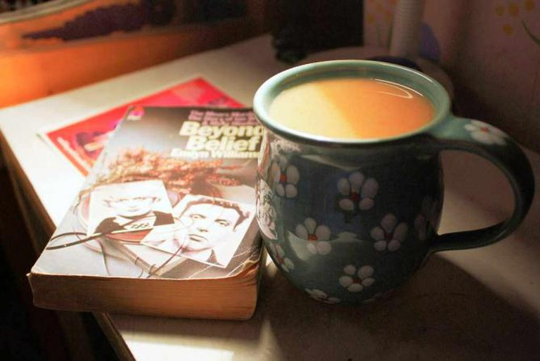 Coffee and a good book | © Nina A.J./Flickr