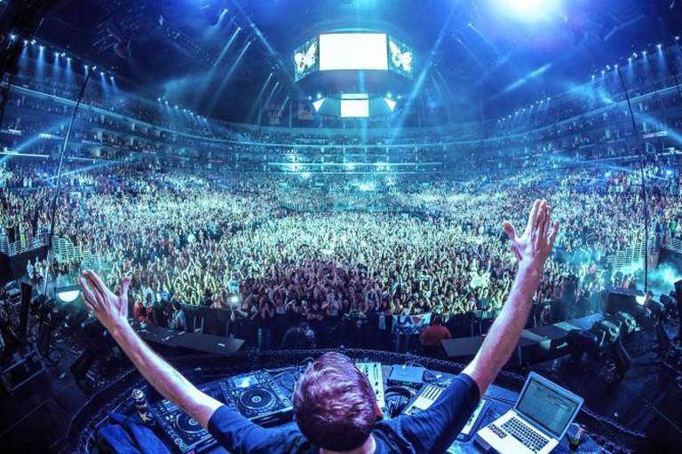 EDM Crowd | © Mani9flores/WikiCommons