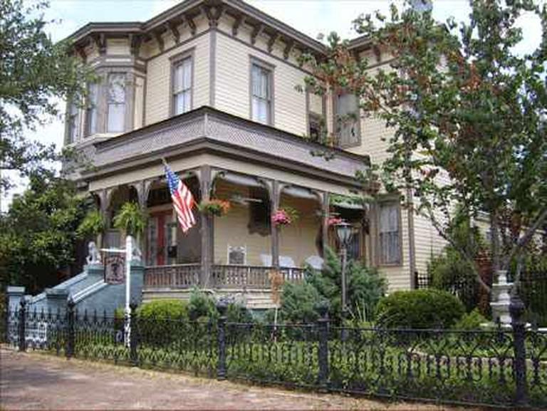 Roussell's Garden Inn