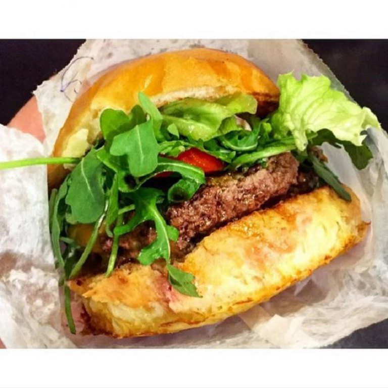 B&M Burger | ©TheFoodStache/Instagram