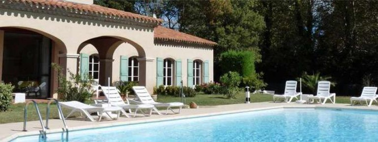 The pool | Courtesy of Hôtel La Bastide Saint Martin