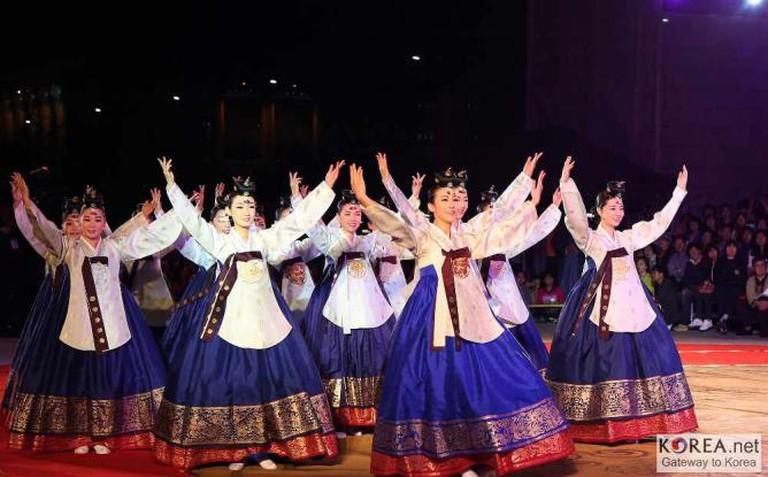 Traditional Chuseok dance | Ⓒ Koreanet/Flickr