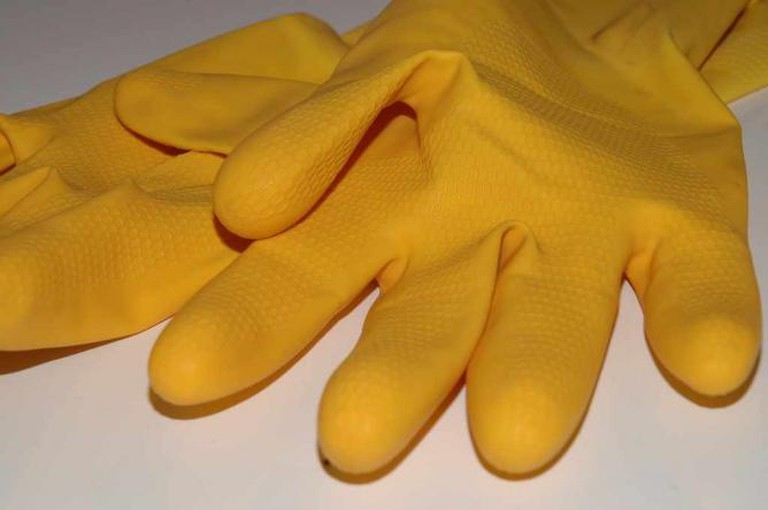 Rubber Gloves | © How can I recycle this/Flickr