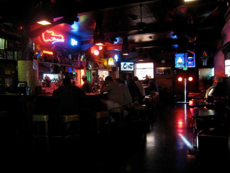 The bar at Old Ironsides | © V Smoothe/Flickr