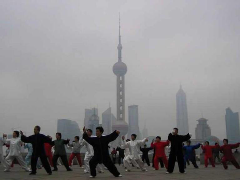 Tai Chi On The Bund, Shanghai | Wikimedia Commons