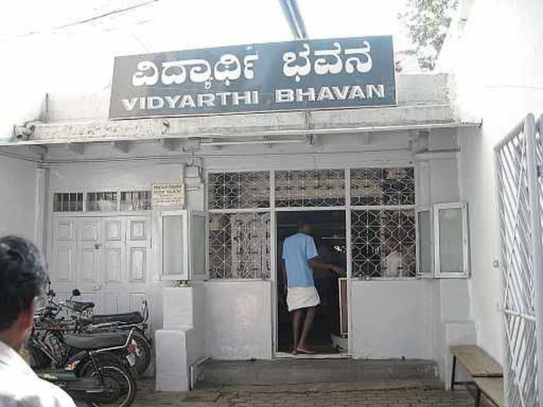 VidyarthiBhavanEntrance   © User:Sarvagnya/WikiCommons