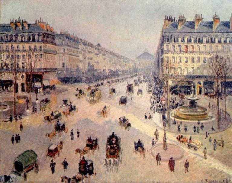 Avenue de l'Opéra, created by Haussmann, painted by Camille Pissarro (1898) | © Camille Pissarro-Musée des Beaux-Arts Reims/ WikiCommons