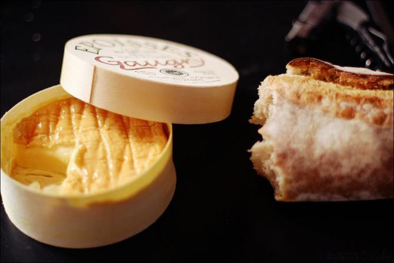 Epoisses and bread I © Roumpf / WikiCommons